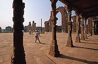 Indien, Delhi, Qutb Minar, Quwat-ul-Islam Moschee, Unesco-Weltkulturerbe