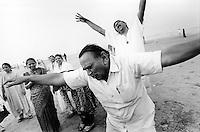 INDIA Maharashtra Mumbai Bombay, laughter club at Juhu beach / INDIEN Mumbai, Lachclub am Juhu Strand - copyright Joerg Boethling, Also as signed black&white fine print available.