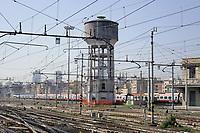 - Milano, scalo ferroviario della Stazione Centrale, serbatoio per l'acqua<br /> <br /> - Milan, Central Station railway station, water tower