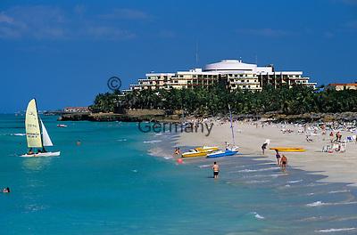 Cuba, Matanzas, Varadero: View along beach   Kuba, Matanzas, Varadero: Strandurlaub