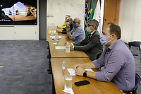 Campinas (SP), 25/01/2021 - Protesto - Grupo de representantes se reune com o prefeito Dario Saad. Empresários e donos de bares de Campinas, interior de Sao Paulo, se reuniram para protestar contra a mudança de fase no Plano São Paulo. A volta da região para a fase laranja durante a semana, e vermelha aos fins de semana e após as 20h nos dias úteis, não permite que bares permaneçam funcionando com consumo no local. O protesto aconteceu na manha desta segunda-feira (25), no Largo do Rosario, centro da cidade.