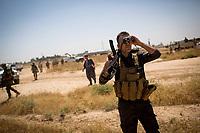 Irak, Juli 2014 - Kurdische Peschmerga Milizen sichern die Grenzen von Kirkuk, Karakosch und anderen Staedten vor den ISIS Terroristen. Eine Gruppe kurdischer Spezialeinheiten trifft sich auf einem Acker vor Kirkuk um Razzien in Doerfern durchzufuehren, in denen ISIS Milizen IEDs und Granaten versteckt haben.<br /> <br /> Engl.: Asia, Iraq, North Iraq, conflict area, Karakosh, the last Christians in Iraq are domiciled in Karakosh, Kurdish Peshmerga militia guarding the borders of Kirkuk, Karakosh and other cities from IS terrorists, June 2014