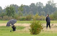 EAGLES GOLF CHARITY GOLF CUP - Golfpark Seehausen bei Leipzig - im Bild: der ehrgeizige Lars Riedel spielt auf Abwegen . Foto: Norman Rembarz..Norman Rembarz , Autorennummer 41043728 , Holbeinstr. 14, 04229 Leipzig, Tel.: 01794887569, Hypovereinsbank: BLZ: 86020086, KN: 357889472, St.Nr.: 231/261/06432 - Jegliche kommerzielle Nutzung ist honorar- und mehrwertsteuerpflichtig! Persönlichkeitsrechte sind zu wahren. Es wird keine Haftung übernommen bei Verletzung von Rechten Dritter. Autoren-Nennung gem. §13 UrhGes. wird verlangt. Weitergabe an Dritte nur nach  vorheriger Absprache..