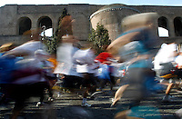 La partenza della Maratona di Roma, 18 marzo 2012. Sullo sfondo, la Basilica di Massenzio..The start of the Marathon of Rome, 18 march 2012. At background, the Basilica of Maxentium..UPDATE IMAGES PRESS/Riccardo De Luca