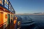 Navigation sur le Rio Negro au nord de Manaus sur le bateau de croisière La Jangada. Le bateau le plus luxueux de l'Amazonie lancé en avril 2019