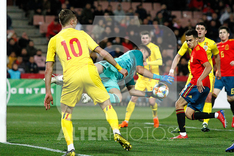 Spain's Unai Simon and Romania's Dragus Denis  during the International Friendly match on 21th March, 2019 in Granada, Spain. (ALTERPHOTOS/Alconada)
