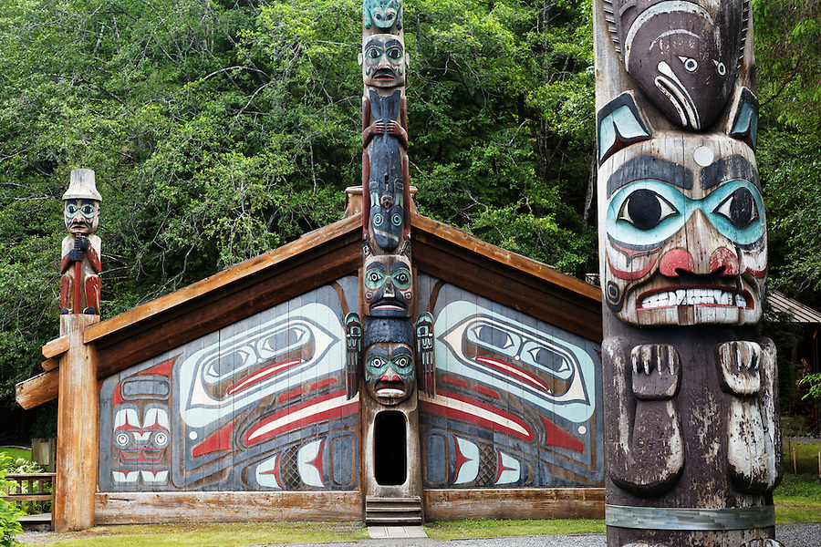 Replica of Clan House and Pole on the Point totem pole, Totem Bight State Historical Park, Ketchikan, Alaska