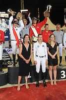 La Princesse Caroline de Hanovre et sa fille, Charlotte Casiraghi posent avec les gagnants du Longines proAm Cup Monaco, l'équipe Monaco Aces, suive par CTM Premium Mares, et e l'équipe media Plus, dans le cadre du Jumping International de Monte Carlo 2016 le 24 juin 2016.