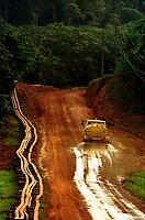 Estrada que leva até a mina de caulim da Pará Pigmentos em Ipixuna-Pará-Brasil12/09/2000<br />©Foto: Paulo Santos/ Interfoto
