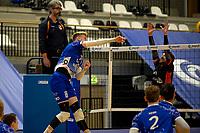 27-02-2021: Volleybal: Amysoft Lycurgus v Computerplan VCN: Groningen Lycurgus speler Bennie Tuinstra slaat de bal hard langs het blok