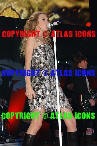 Taylor Swift @ Z-100 Jingle Ball