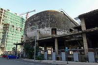 LEBANON, Beirut, war ruins, damaged cinema  / LIBANON, Beirut, im Krieg zerstoerte Gebaeude, altes Kino