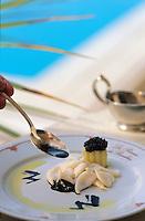 """France/06/Alpes-Maritimes/Beaulieu sur mer: Pistes à l'encre et petits farcis de pomme caviar - Recette de Chris. Cussac chef de la """"Reserve de Beaulieu"""""""