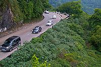 Estrada BR-040 Rodovia Washington Luis em Petrópolis. Rio de Janeiro. 2014. Foto de Luciana Whitaker.