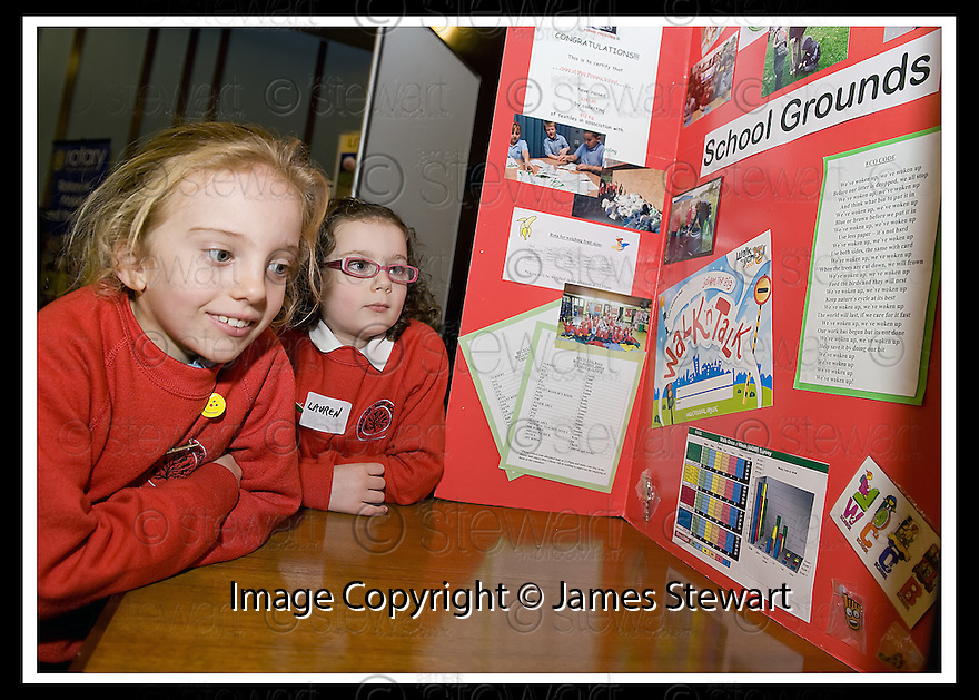 14/12/2009  Copyright  Pic : James Stewart.10_comm_celeb  . :: FALKIRK COUNCIL LITTER STRATEGY CHRISTMAS COMMUNITY CELEBRATION 2009 :: CHILDREN FROM HEAD OF MUIR PRIMARY HAVE A LOOK AT SOME OF THE DISPLAYS :: .James Stewart Photography 19 Carronlea Drive, Falkirk. FK2 8DN      Vat Reg No. 607 6932 25.Telephone      : +44 (0)1324 570291 .Mobile              : +44 (0)7721 416997.E-mail  :  jim@jspa.co.uk.If you require further information then contact Jim Stewart on any of the numbers above.........