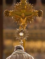 Papa Francesco prega sul sagrato della Basilica di Santa Maria Maggiore al termine della processione del Corpus Domini da Piazza San Giovanni in Laterano, a Roma, 4 giugno 2015.<br /> Pope Francis prays on the parvis of St. Mary Major Basilica at the end of a procession from St. John Lateran's Square on the occasion of the Corpus Domini celebration marking the feast of the Body and Blood of Christ, in Rome, 4 June 2015.<br /> UPDATE IMAGES PRESS/Riccardo De Luca<br /> <br /> STRICTLY ONLY FOR EDITORIAL USE