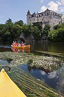 Europe/Europe/France/Midi-Pyrénées/46/Lot/Lacave: Descente en canoé de la vallée de la  Dordogne, devant le château de La Treyne [Autorisation : 2011-101] [Autorisation : 2011-102] [Autorisation : 2011-103] [Autorisation : 2011-104] [Autorisation : 2011-105]