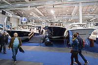 """55. Internationale Bootsmesse """"hanseboot"""" vom 25. Oktober bis 2. November 2014 zeigt alles rund um den Bootssport. Von Luxusyachten bis zum Kanu oder den einfachen Ruderboot und dem entsprechenden Zubehoer.<br /> Im Bild: Messebesucher betrachten Luxusmotoryachten der Finnischen Firma Targa.<br /> 27.10.2014, Hamburg<br /> Copyright: Christian-Ditsch.de<br /> [Inhaltsveraendernde Manipulation des Fotos nur nach ausdruecklicher Genehmigung des Fotografen. Vereinbarungen ueber Abtretung von Persoenlichkeitsrechten/Model Release der abgebildeten Person/Personen liegen nicht vor. NO MODEL RELEASE! Don't publish without copyright Christian-Ditsch.de, Veroeffentlichung nur mit Fotografennennung, sowie gegen Honorar, MwSt. und Beleg. Konto: I N G - D i B a, IBAN DE58500105175400192269, BIC INGDDEFFXXX, Kontakt: post@christian-ditsch.de<br /> Urhebervermerk wird gemaess Paragraph 13 UHG verlangt.]"""
