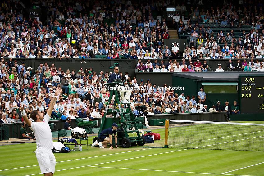 London, England, 01 July, 2016, Tennis, Wimbledon,  Stanislas Wawrinka (SUI) serves in his match against Juan Martin Del Potro (ARG)<br /> Photo: Henk Koster/tennisimages.com