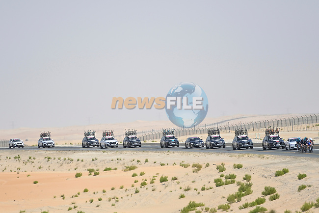 The tail end of the race during Stage 1 of the 2021 UAE Tour the ADNOC Stage running 176km from Al Dhafra Castle to Al Mirfa, Abu Dhabi, UAE. 21st February 2021.  <br /> Picture: LaPresse/Fabio Ferrari | Cyclefile<br /> <br /> All photos usage must carry mandatory copyright credit (© Cyclefile | LaPresse/Fabio Ferrari)