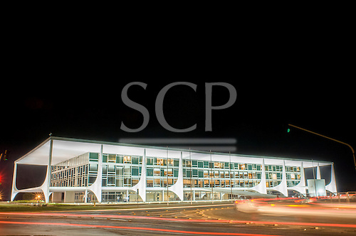 Brailia, DF, Brazil. Palacio do Planalto, President's offices. Iconic architecture by Oscar Niemeyer with swirling traffic.