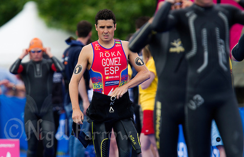 31 MAY 2014 - LONDON, GBR - Javier Gomez (ESP) (centre) of Spain walks onto the pontoon for a warmup swim before the start of the men's 2014 ITU World Triathlon Series round in Hyde Park, London, Great Britain (PHOTO COPYRIGHT © 2014 NIGEL FARROW, ALL RIGHTS RESERVED)