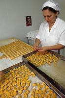 "Europe/Italie/Emilie-Romagne/Bologne : Restaurant ""Diana"" via Independenza - Préparation des pates tortellinis"