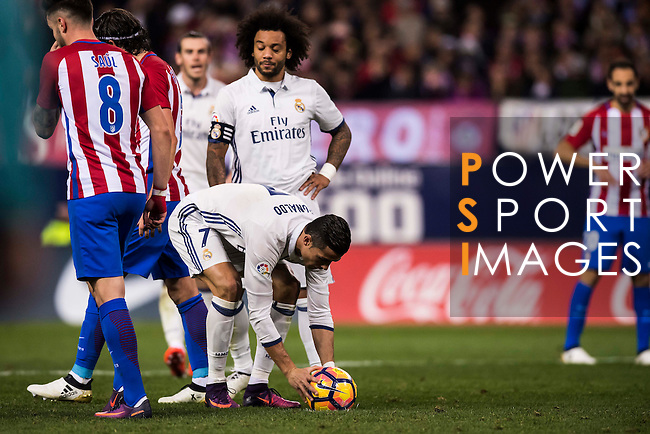 Cristiano Ronaldo of Real Madrid is ready for his penalty kick during their La Liga match between Atletico de Madrid and Real Madrid at the Vicente Calderón Stadium on 19 November 2016 in Madrid, Spain. Photo by Diego Gonzalez Souto / Power Sport Images