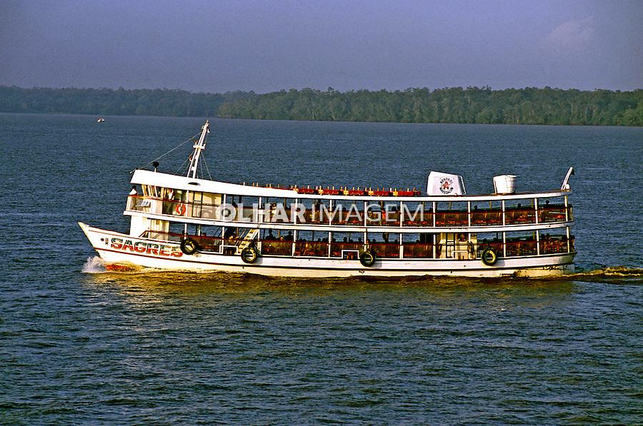 Transporte fluvial na Baía de Guajará. Pará. 2004. Foto de João Caldas
