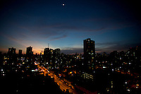 Fim da tarde visto da Mundurucus em direção a avenida Alcindo Cacela no bairro da Cremação.<br /> Belém, Pará, Brasil.<br /> Doto Paulo Santos<br /> 01/06/2014