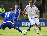 BOGOTA - COLOMBIA - 03-10-2016: Ivan Valenciano (Der.), jugador del equipo de las leyendas de la Federacion Colombiana de Futbol (FCF), disputa el balón con Contreras (Izq.) del equipo de las leyendas de la Federacion Intarnacional de Futbol Asociado (FIFA), durante partido jugado en las canchas de Sede Deportiva de las Selecciones Colombia, Colfútbol,  entre las leyendas de la Federacion Intarnacional de Futbol Asociado (FIFA) y la Federacion Colombiana de Futbol (FCF), en la nueva sede de la FCF, en Bogota. / Ivan Valenciano (R) player of the team of the legends of the Colombian Football Federation (FCF), vies for the ball with Contreras (L) player of the team of legends of the Intarnacional Federation of Football Association (FIFA), during the match playing in the fields of Headquarters of the Teams Colombia, Colfutbol, between the legends of the Federation Intarnacional de Football Association (FIFA) and the Colombian Football Federation (FCF) in the new headquarters of the FCF, in Bogota. / Photo: VizzorImage / Luis Ramirez / Staff.