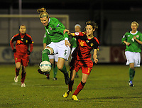 UEFA Women's Euro Qualifying group stage (Group 3) -  KFC Dessel - Armand Melis Stadion : BELGIUM -Northern Ireland ( Belgie - Noord Ierland ) : Julie Nelson aan de bal voor Tessa Wullaert..foto DAVID CATRY / Vrouwenteam.be / Loft6.be