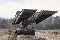 - Italian Army, Leopard  Biber bridge layer tank ....- Esercito Italiano, carro gettaponti Leopard Biber