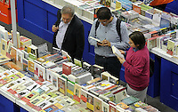 BOGOTÁ -COLOMBIA. 28-04-2015. La versión 28 de  la Feria Internacional del Libro de Bogotá tiene este año como invitado a Macondo como homenaje al nobel colombiano Gabriel Garcia Marquez es el evento de promoción de la lectura y la industrial editorial más importante en Colombia./ The 28th version of the International Book Fair in Bogota that has this year as a guest  to Macondo in honor of the Colombian Nobel Gabriel Garcia Marquez is the most important event  to promote the reading and the editorial industry in Colombia. Photo: VizzorImage/ Gabriel Aponte / Staff