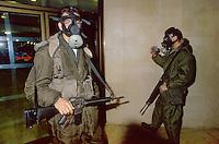 - Israeli soldiers under alarm for Iraqui missiles during gulf war of 1991....- militari israeliani  sotto allarme per missili iracheni durante la guerra del golfo del 1991
