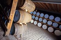 Europe/Grande Bretagne/Ecosse/Moray/Speyside/Keith : Distillerie Strathisla Whisky Chivas - La cave - Maturation du distillat dans des fûts de chêne