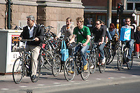 AMSTERDAM-HOLANDA-  Ciclistas en una de las ciclorutas en el centro de la ciudad./ Cyclists  on a bike path in the downtown. Photo: VizzorImage/STR