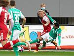 17.10.2020, Schwarzwald Stadion, Freiburg, GER, 1.FBL, SC Freiburg vs SV Werder Bremen<br /> <br /> im Bild / picture shows<br /> Jonathan Schmid (Freiburg), Leonardo Bittencourt (Bremen)<br /> <br /> Foto © nordphoto / Bratic<br /> <br /> DFL REGULATIONS PROHIBIT ANY USE OF PHOTOGRAPHS AS IMAGE SEQUENCES AND/OR QUASI-VIDEO.