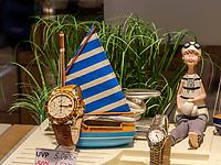 Uhren bei Juwelier Henry Kaufmann, Insel Helgoland, Schleswig-Holstein, Deutschland, Europa<br /> watches at the jeweller Henry Kaufmann, Helgoland island, district Pinneberg, Schleswig-Holstein, Germany, Europe