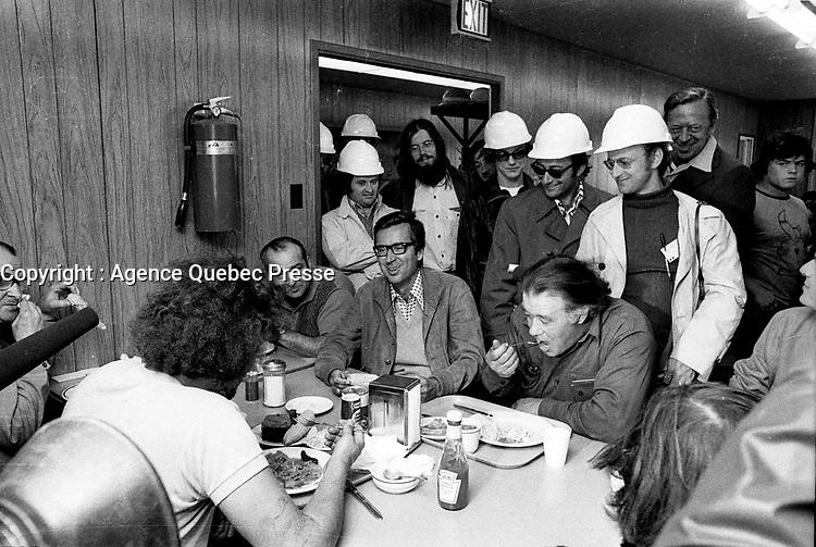 le Premier Ministre Liberal Robert Bourassa visite la Baie James, le 14 juillet 1973<br /> <br /> PHOTO  : Agence Quebec Presse - Alain Renaud