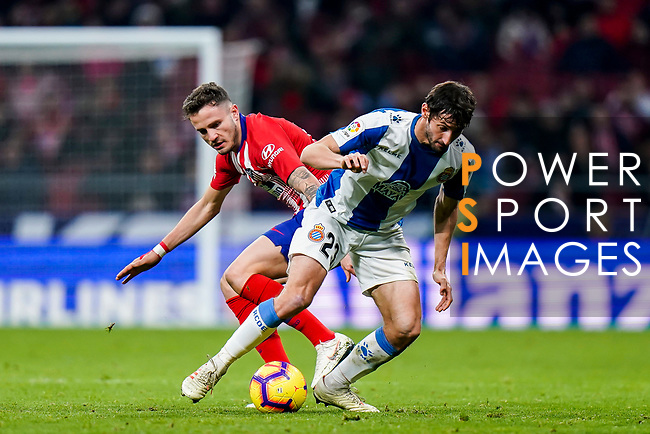 Esteban Felix Granero Molina of RCD Espanyol (R) fights for the ball with Saul Niguez Esclapez of Atletico de Madrid during the La Liga 2018-19 match between Atletico de Madrid and RCD Espanyol at Wanda Metropolitano on December 22 2018 in Madrid, Spain. Photo by Diego Souto / Power Sport Images