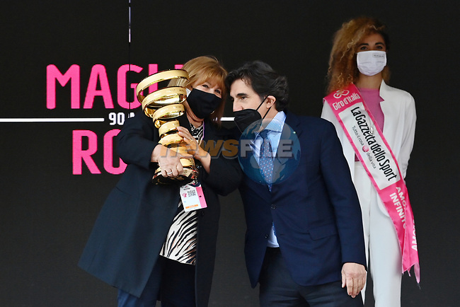 Tonina Pantani, mother of Marco Pantani and Urbano Cairo RCS with the Trofeo Senza Fine on the podium at the end of Stage 17 of the 2021 Giro d'Italia, running 193km from Canazei to Sega Di Ala, Italy. 26th May 2021.  <br /> Picture: LaPresse/Massimo Paolone   Cyclefile<br /> <br /> All photos usage must carry mandatory copyright credit (© Cyclefile   Massimo Paolone/LaPresse)