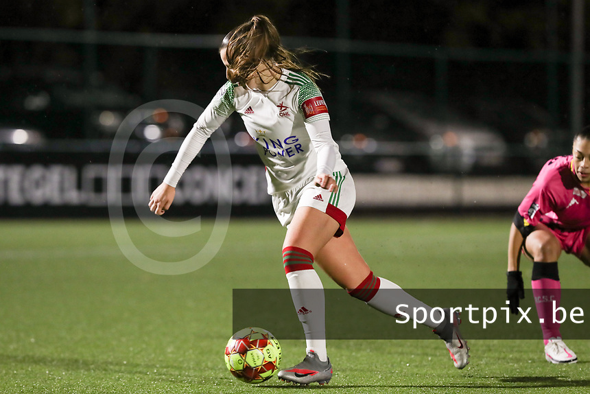 Hannah Eurlings (9 OHL) with the ball during a female soccer game between Oud Heverlee Leuven and Sporting de Charleroi on the seventh matchday of the 2020 - 2021 season of Belgian Womens Super League , sunday 15 th of November 2020  in Heverlee , Belgium . PHOTO SPORTPIX.BE   SPP   SEVIL OKTEM