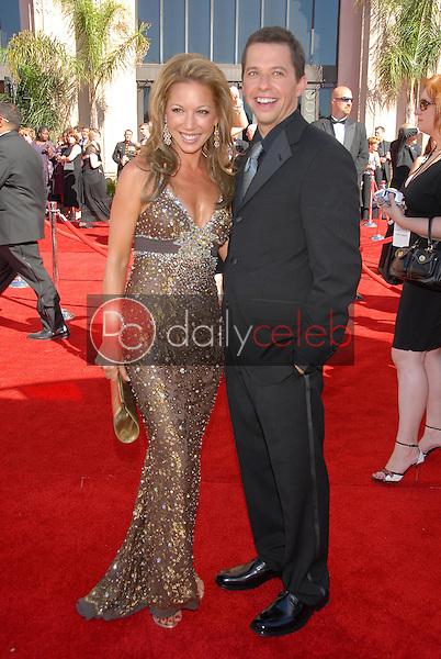 Lisa Joyner and Jon Cryer<br />arriving at the 58th Annual Primetime Emmy Awards. The Shrine Auditorium, Los Angeles, CA. 08-27-06<br />Scott Kirkland/DailyCeleb.com 818-249-4998