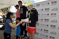 LA CALERA -COLOMBIA. 13-11-2016: John Tello (C), Hugo Lombana (Izq) y Ruben Barbosa (Der) ganadores en la categoría 6K hombres durante la premiación de la Carrera Under Armour 16K La Calera 2016 (16K y 6K) realizada en la población de La Calera, Colombia. / John Tello (C), Hugo Lombana (Izq) y Ruben Barbosa (R) winners of the category 6K men during the award ceremony of Under Armour Race 16K La Calera 2016 (16K and 6K) made at La Calera, Colombia. Photo: VizzorImage/ Gabriel Aponte / Staff