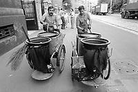 - Milano 1984, AMNU (Azienda Municipale Nettezza Urbana), servizio raccolta rifiuti<br /> <br /> - Milan 1984, AMNU (Azienda Municipale Nettezza Urbana), waste collection service