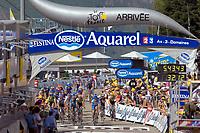 Juillet 2005, opération tri sur le Tour de France en Midi Pyrénées, l'arrivée de l'étape à Ax Trois Domaines // July 2005, sorting operation on the Tour de France in Midi Pyrénées, the arrival at Ax Trois Domaines<br /> PHOTO :  Agence Quebec presse