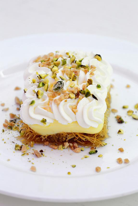 Dessert ekmek kataifi