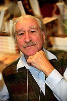 Michel Chartrand<br />  au Salon du Livre (annee inconnue)<br /> <br /> <br />  - PHOTO D'ARCHIVE :  Agence Quebec Presse