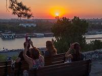 Abendstimmung, Blick von Festung auf Sava,  Belgrad, Serbien, Europa<br /> watchíng the Sunset in the fortress Kalemegdan,  Belgrade, Serbia, Europe